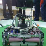 A hyperbolic-mirror robot with a tiny mirror